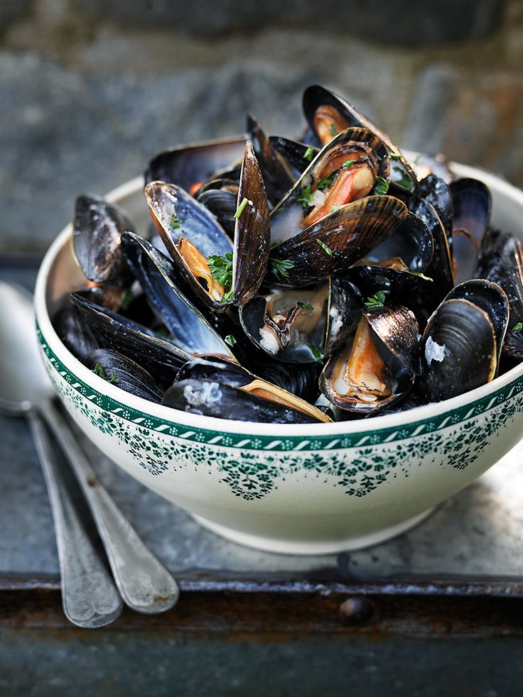 mussels - in a garlic white wine sauce シ