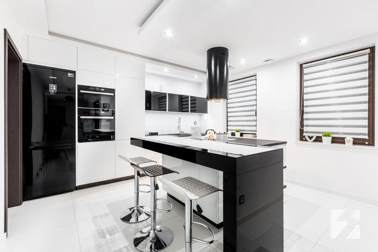 Nowoczesna biało-czarna kuchnia na wymiar :: 3TOP S.C.
