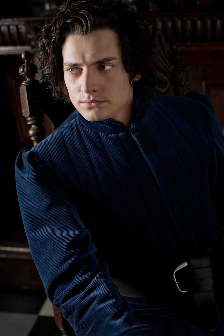 Richard III on the White Queen, why must they make him so attractive?