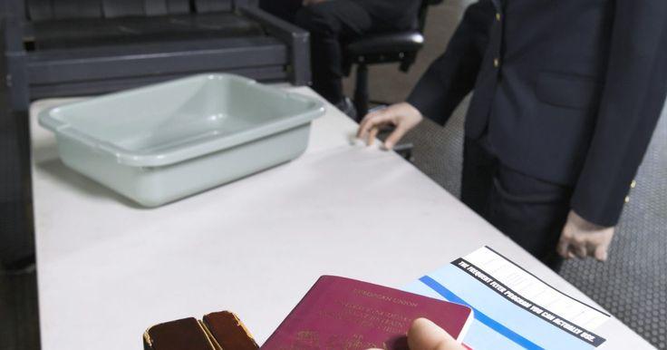 Cómo apelar la denegación de un visado de inmigración. Una visa de inmigración negada puede ser una terrible experiencia. Puede evitar que te unas a un ser querido, comiences un ciclo de estudios o uses el programa de exención de visa en el futuro. Las decisiones negativas sobre la visa se puede apelar si consideras que se te ha negado injustamente. Cuando se emite un rechazo, se te dará ...