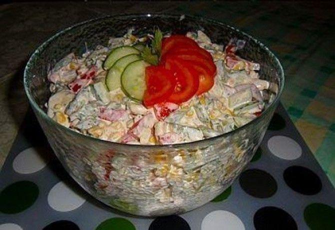 Saláták nélkül is meg lehet szabadulni pár kilótól, de szerintem nem érdemes ezeket az változatos ételeket kihagyni az étrendből. Tegyük őket teljes értékűvé sovány húsokkal!