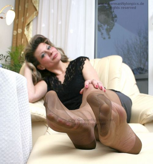 Viel Sperma... worshipping mature women s stockinged feet gachis!