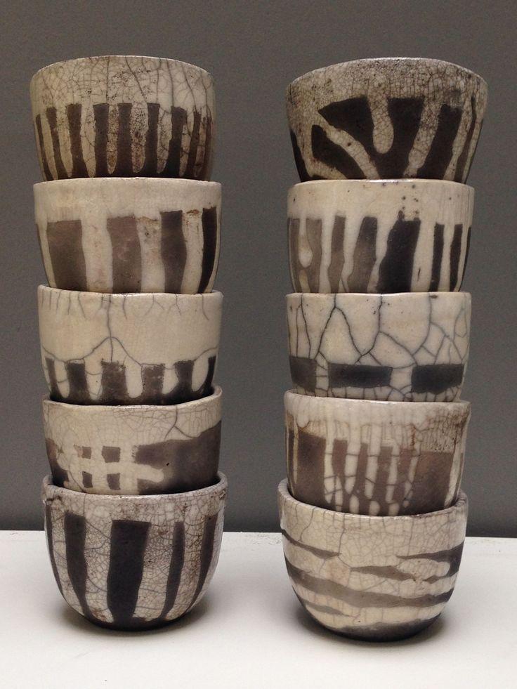Thee kommen, raku gebakken, hand gevormd door Kittie Markus.