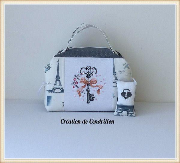 Valisette Vanity brodée « La clé du bonheur» et Coussin de porte Broderie Point de croix fait main : Autres sacs par creations-de-cendrillon