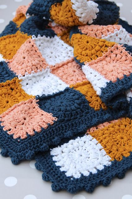 Bobble stitch edging tutorial by creJJtion. Links in post for the puff stitch square and how to join them.