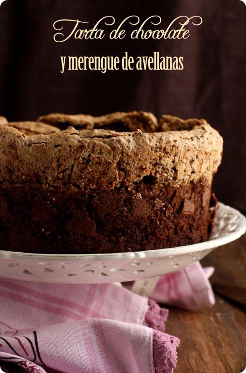 Tarta de chocolate y merengue de avellanas by lolacocina http://www.lolacocina.com/2013/03/tarta-de-chocolate-y-merengue-de.html