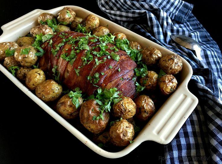 Nem og lækker opskrifter på farsbrød med timian og bacon - et rigtigt familiehit. Server gerne med ristede kartofler, der tilberedes i ovnen med farsbrødet.