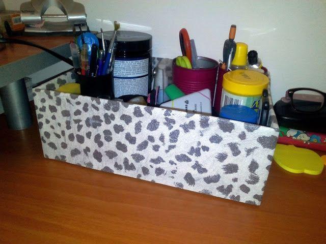Reciclagem de caixa de sapato. Forrada com papel de parede.
