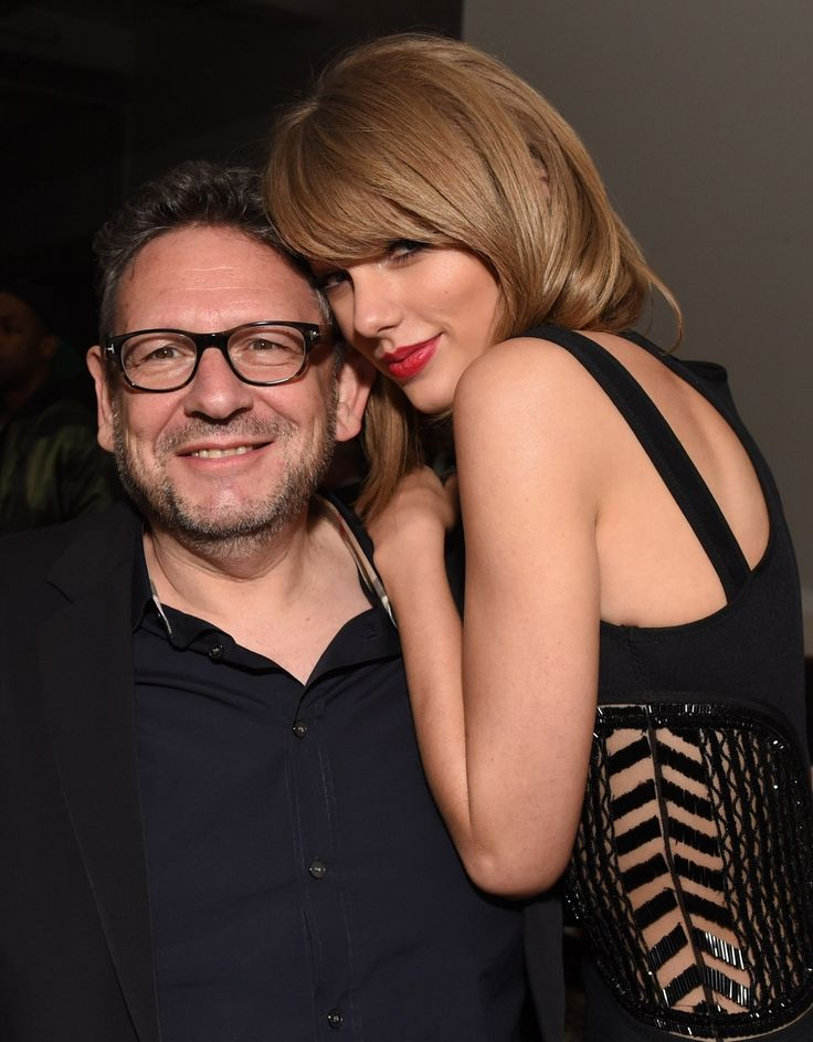 """At Universal Music's BRIT Awards afterparty, International Female Solo Artist winner Taylor Swift asks UMG chieftain Lucian Grainge where the hell she can find a decent bagel in London. ""You follow the A102 to Seven Sisters Road,"" Grainge replied...."