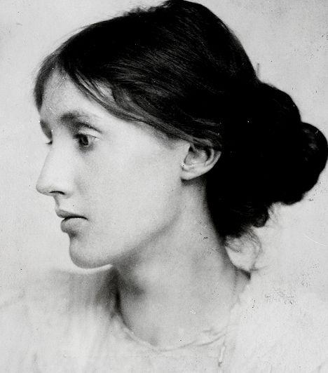 Virginia Woolf (1882-1941) Az angol regényírónőt a modern 20. századi irodalom egyik legjelentősebb alakjaként tartják számon. Három adomány című esszéje korszakalkotó volt a feminizmus történetében is, melyben a nők elnyomásán keresztül bírálta kora társadalmát. Woolf szerint a háborúk is mind a férfiak által irányított, hatalomvágy által fűtött rendszerrel okolhatók