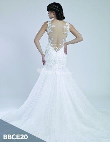 Vestido de novia con encaje de Wedding Room   Foto 13