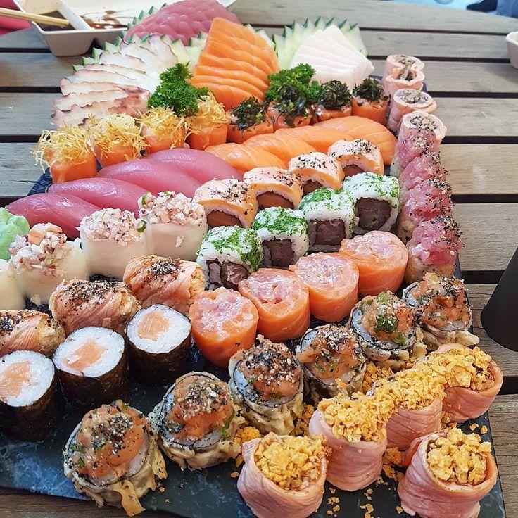 Pensa em um rodízio caprichado 😍😋. Servidos?? @yabanysushi 🍣❤ #amo #sushi #vidasaudavel #sashimi