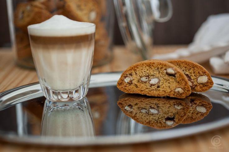 Gute Cantuccini sind kross ohne hart zu sein. Schmecken zu Kaffe, Espresso oder einem guten Wein. Ich zeige dir wie Du sie machst und dazu noch glutenfrei