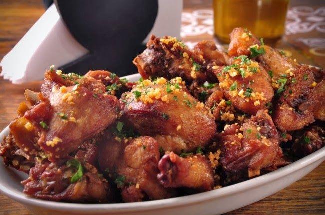 Foto: M & S Armazém   Ingredientes:  1 pacote de frango a passarinho congelado   1 colher de sobremesa/rasa de Tempero Mineiro Casei...