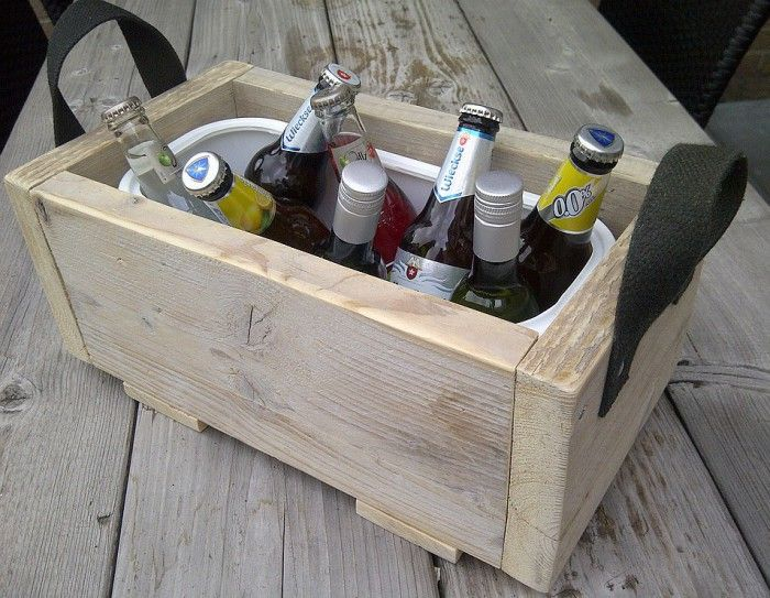 Cooler for tasty drinks, ice cubes with it and enjoy. scaffold made of wood, an old belt, large icebox of a restaurant (2.5 liters)