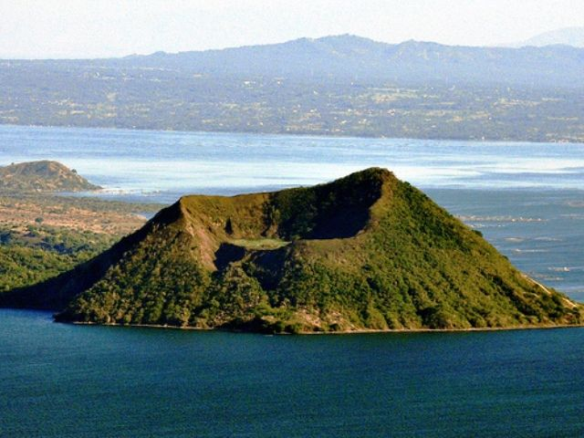Taal Volcano and Taal Lake Trip to the Top - #CushTravelBlog #Philippines