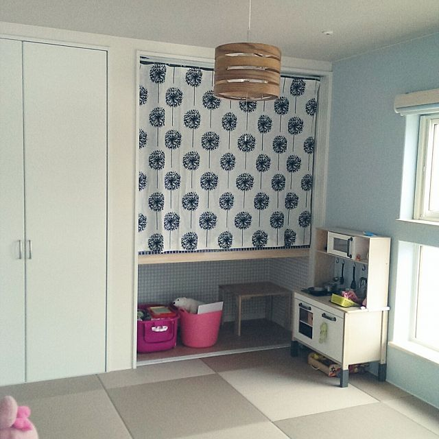 女性で、のFROBOLL/フロボル/和紙畳/MERCURY/ミニキッチン/IKEA…などについてのインテリア実例を紹介。「和室。 子供が小さいうちは子供部屋として利用するので和室っぽくない和室。 壁紙は水色、和紙畳はブラウンだけどカフェオレ色です。」(この写真は 2016-03-14 15:47:41 に共有されました)