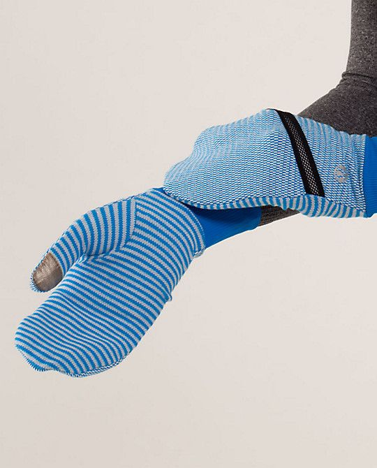 brisk run mittens | women's accessories | lululemon athletica