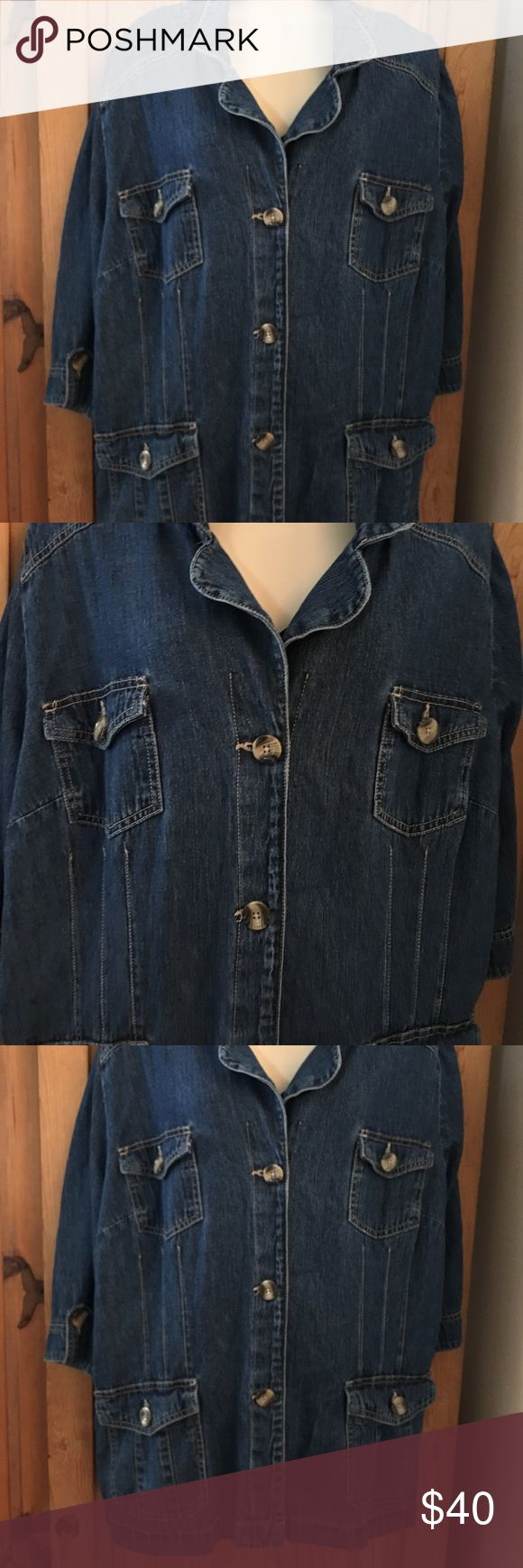 """Liz & Me"" Jean Jacket Great for fall🍂🍁Lightweight with cropped sleeves. Shoulder to hem is approximately 29"". Across chest is approximately 25"". Cropped sleeves are approximately 17"". Liz & Me Jackets & Coats"