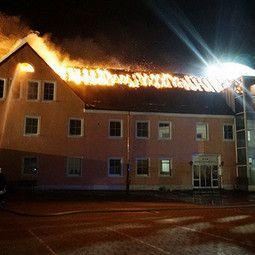 Eind februari 2016 werd er weer maar eens brand gesticht in een Duits asielcentrum in Bautzen in de Duitse deelstaat Saksen. Niemand raakte gewond, maar enkele toeschouwers stonden te juichen terwijl de brand woedde en sommigen hinderden de brandweer opzettelijk.
