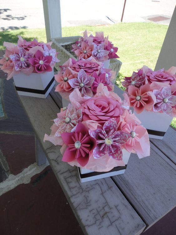 Origami papier fleur pièces maîtresses - Set de 5 centres de table petite Kusudama rose    Ensemble de 5 papier fleur pièces maîtresses. Fait dans