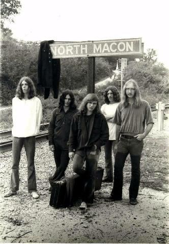 Young Lynyrd Skynyrd Band. Look at little Ronnie Van Zant's swagger pose! Tall…
