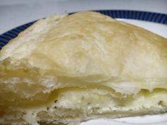 Semplice ricetta della Pita Greca con Feta. Non il classico pane rotondo ma la vera Tiropita greca ottima per colazione e merenda.