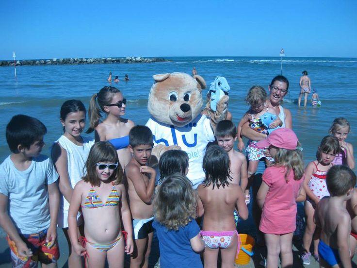 Lulu in spiaggia con i bimbi