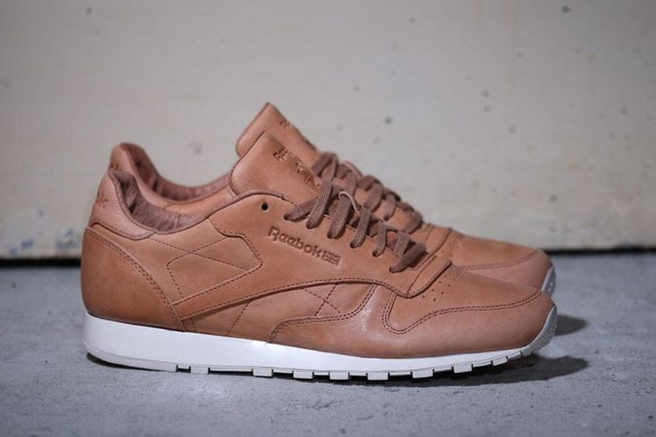 Reebok Classic Leather LUX Horween. http://www.highsnobiety.com/2015/01/12/reebok-classic-leather-lux-horween/