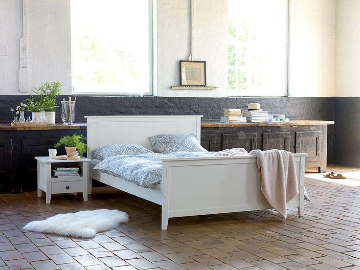 Mobila de culoare albă oferă luminozitate dormitorului | JYSK #bedroom #homeinspiration #interiordesign | JYSK