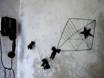 Cerf volant en fil de fer et lin noir by De Beaux Souvenirs