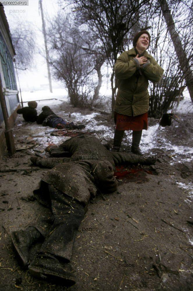 Миф о геноциде русских в Чечне. Погибшие под российскими бомбами и снарядами русские грозненцы. Также потом произошло и в Донбассе.