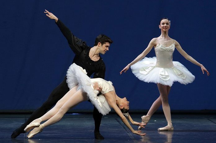 Due nuove produzioni Teatro alla Scala ruotano attorno all'intramontabile Symphony in C di Bizet coreografata da George Balanchine. Direttore Paavo Jarvi.