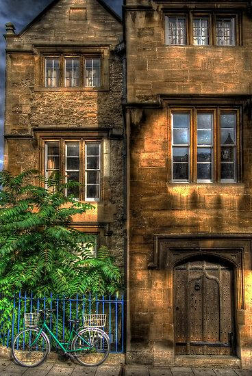 Broad Street House - Oxford, England  by Yhun Suarez