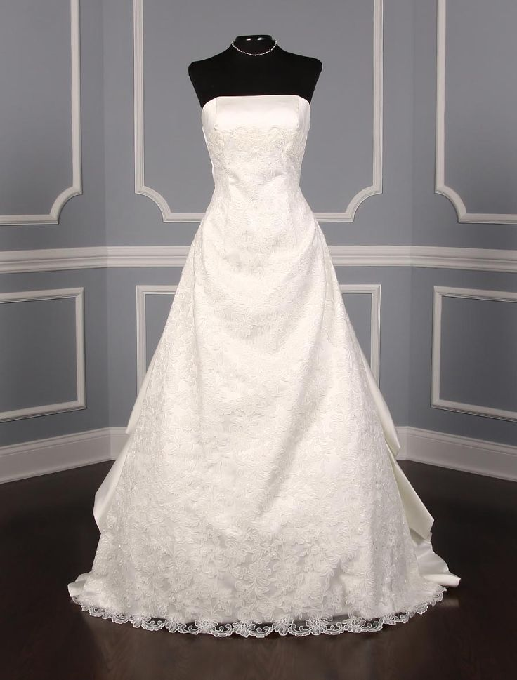 This St. Pucchi Victoria Z182 wedding dress is Brand New and ready to be worn down the aisle! Try on this gown with our no risk return policy! #weddingdress