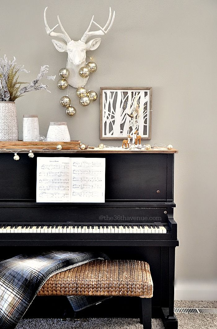 1000 ideas about piano decorating on pinterest painted for Decoration noel interieur