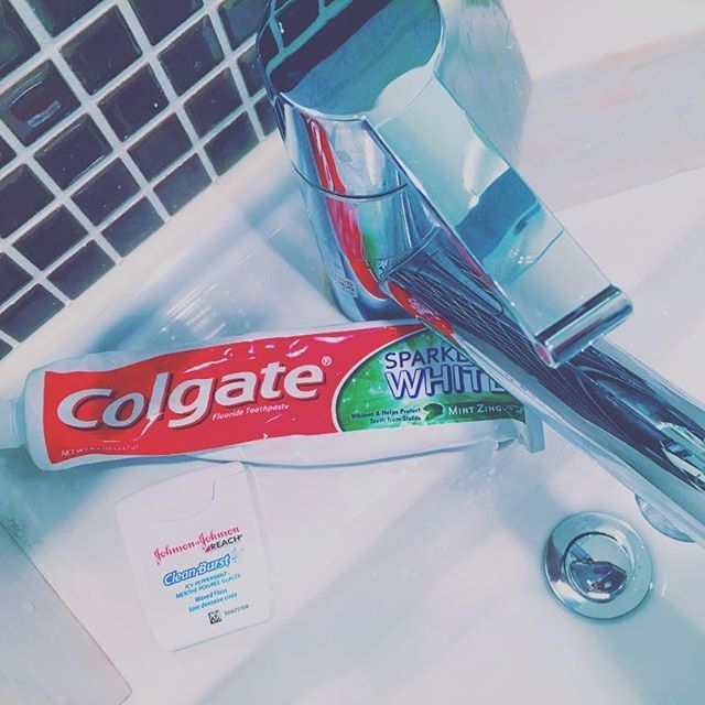 2016/11/23 01:16:22 chrxibiza E S S E N T I A L S   ・ ・ 必需品歯ブラシは2本使い分けしてその後はしっかりフロスも歯が綺麗なひとは性別関係なく素敵 ・ #colgate #teethpaste #dentalfloss #essentials #myplace #lifestyles #beauty #myteetharebetterthanyours #コルゲート #歯 #美容 #歯磨き粉 #デンタルフロス #歯大事 #清潔感大事 #セラミック #オシャレしてて歯汚いひと永遠の謎 #美容