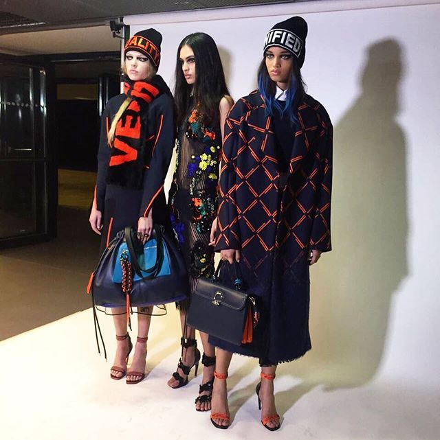@Versace_Official FW17./ Цветочные принты флуоресцентные цвета и спортивный шик в новой коллекции #Versace.  via VOGUE RUSSIA MAGAZINE OFFICIAL INSTAGRAM - Fashion Campaigns  Haute Couture  Advertising  Editorial Photography  Magazine Cover Designs  Supermodels  Runway Models