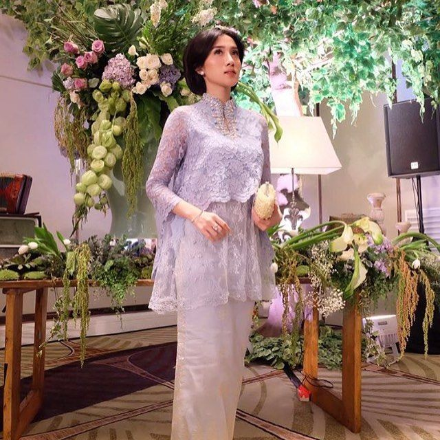 Mrs @setianyindah looks stunning in this semi custom DAHLIA. Even more perfect in the sky blue color and a glowing complexion✨