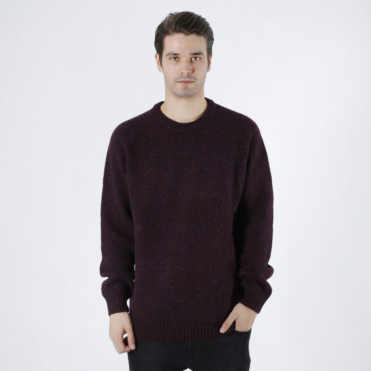 Strikket genser fra Carhartt. Materialer: 78% Ull, 19% Bomull, 3% Akryl. Modellen  er 182 cm og avbildet i L.