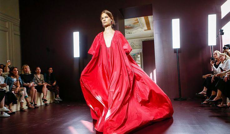 Next-Level Athleisure pada Presentasi Valentino Couture Fall 2017 : ELLE Indonesia