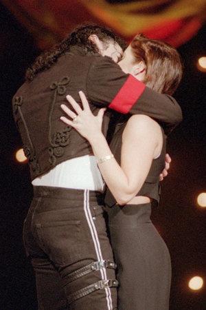 Michael Jackson Lisa Marie Kiss
