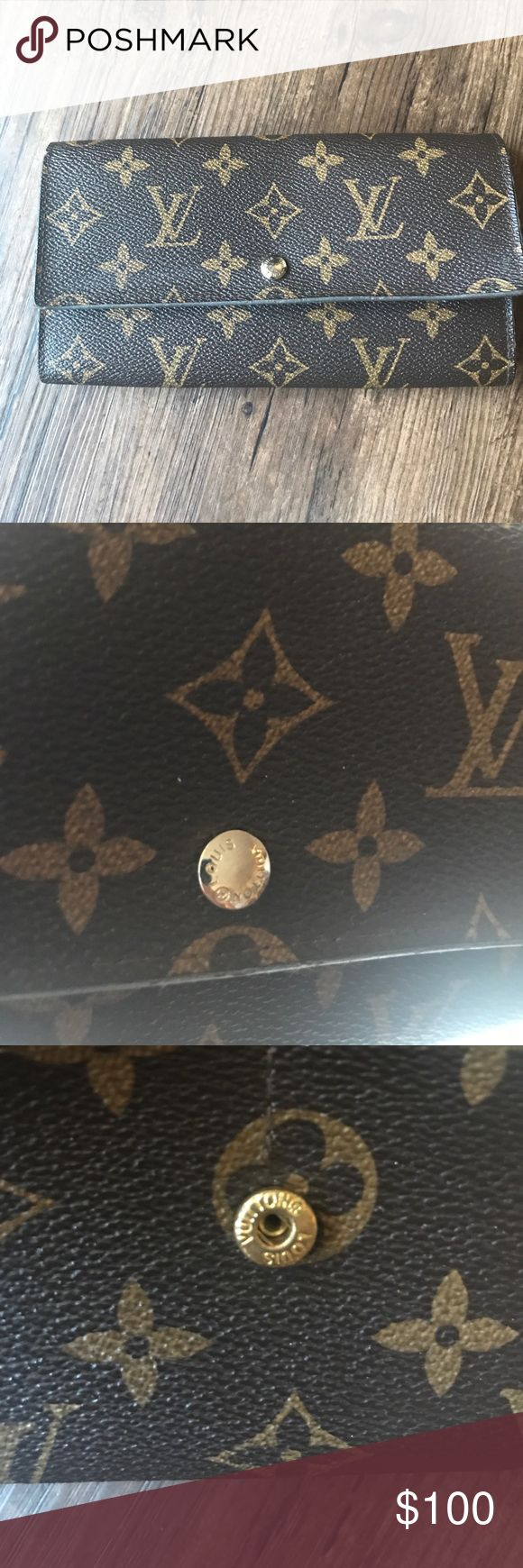 Louis Vuitton Louie Vuitton wallet It was in my sons diaper bag and his baby powder spilled and it got into my wallet so that's why the inside looks like that but I think u can just wipe it off. Louis Vuitton Bags Wallets