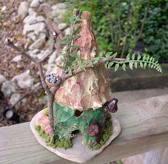 garden fairy houseGardens Ideas, Fairies Housese Gardens, Crafts Ideas, Enchanted Fairies, Garden Fairies, Fairies Gardens, Faeries House, Fairies Tales, Gardens Fairies