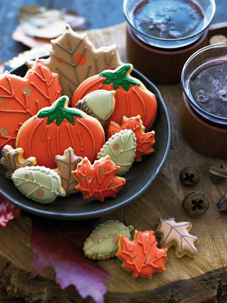 Who loves crunching the autumn leaves under your wellies? Why not try make your own Thanksgiving themed biscuits from our new 'Biscuiteers Book of Iced Biscuits', complete with templates and helpful tips. #biscuiteers