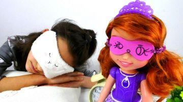 Видео для девочек: Поделки своими руками http://video-kid.com/16185-video-dlja-devochek-podelki-svoimi-rukami.html  Видео для девочек с куклами от канала #Хэндики! Сегодня будем делать новую поделку своими руками