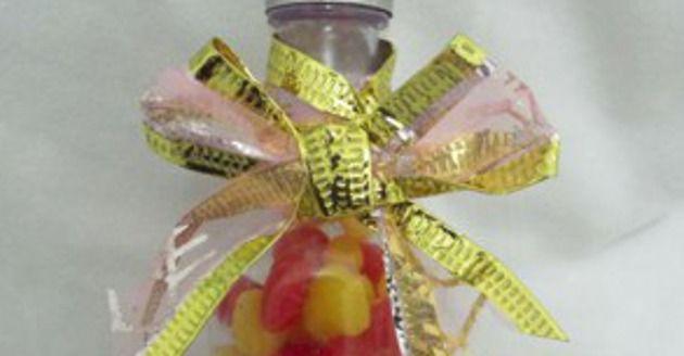 Faça você mesmo: Lembrancinhas para casamento com garrafinhas em PVC