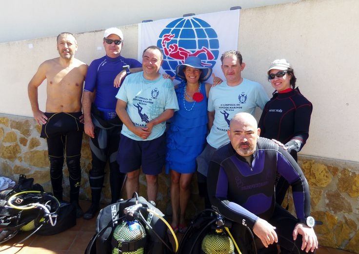 Divers from Madrid helped to clean the seabed from debris in #Mojacar, Andalusia. International Coastal Cleanup http://www.projectaware.org/action/limpieza-de-fondos-de-mojacar-mojacar-dive-against-debris
