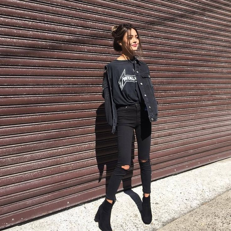 Outfits, zu denen Sie eine schwarze Jeansjacke bekommen sollten