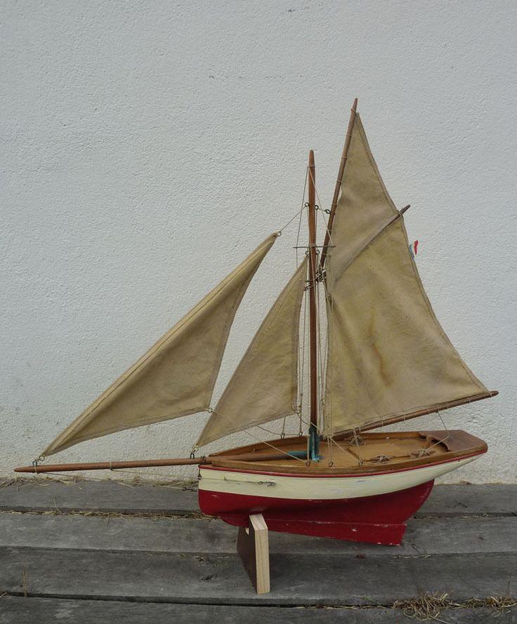 Voilier de bassin Deffain, type barque de pêche, modèle type bateau pilote du Havre, série fine 600 - garantie navigable, coque creuse de 41cm, n°16 graver sur le côté du lest